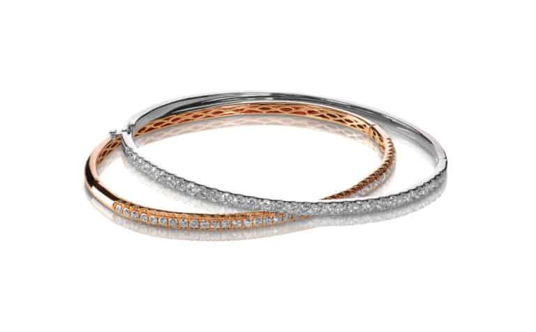 Bild mit zwei Diamanten Armbänder