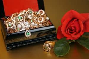 Schmuck Juwelier Gold & Diamonds-Schatulle mit Brillant Armbänder
