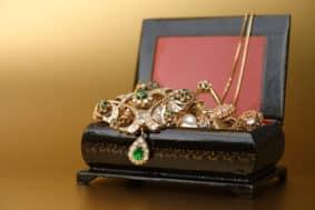 Schmuck Juwelier Gold & Diamonds-Foto von einer Schmuckschatulle