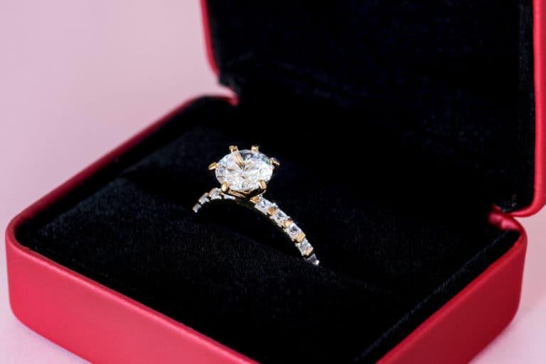 Diamant-Ring-mit-Etui