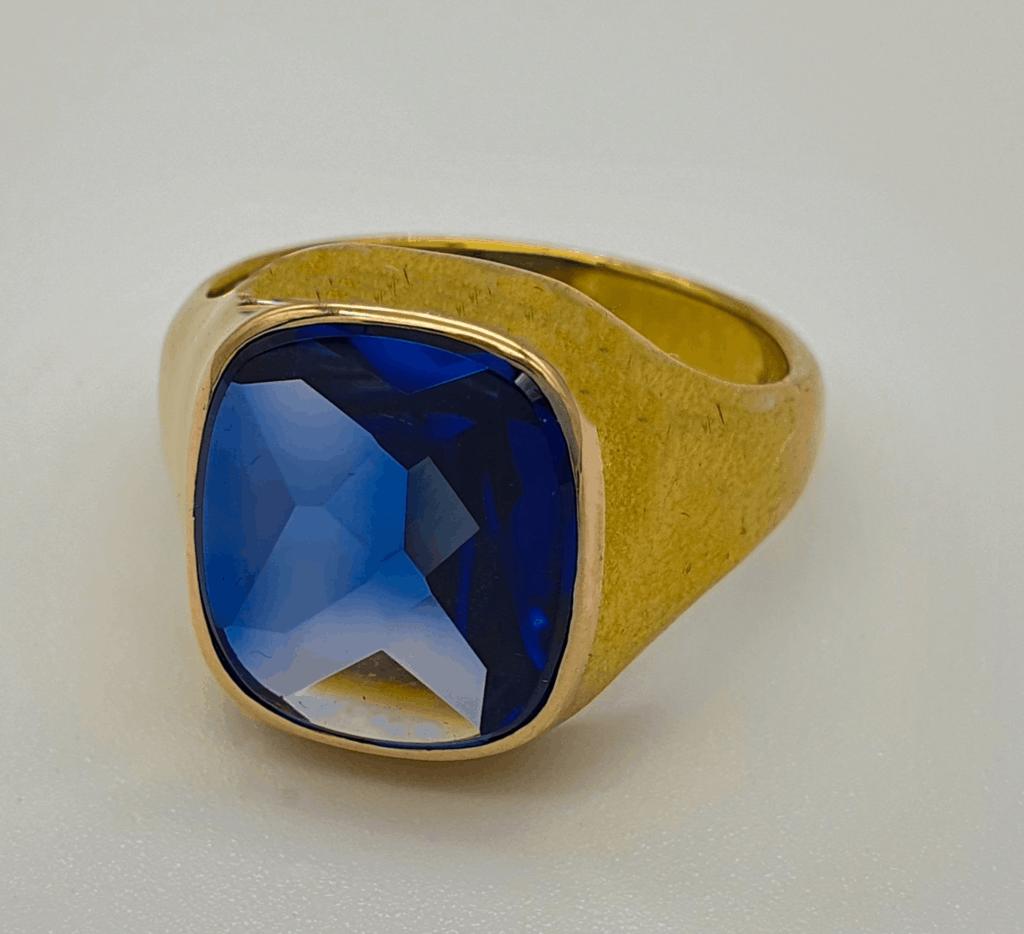 Gold ring mit blauen Brillanten
